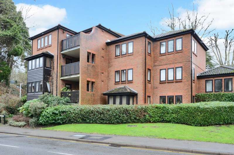 1 Bedroom Flat for sale in East Horsley