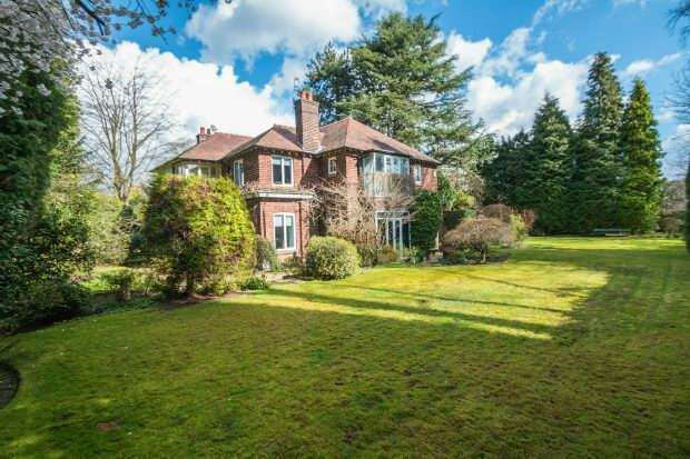5 Bedrooms Detached House for sale in Hawley Drive, Hale Barns