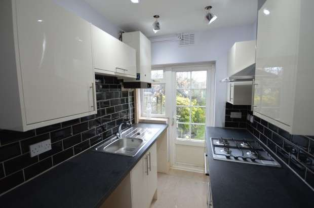 4 Bedrooms Terraced House for rent in Belgrave Avenue, Romford, RM2