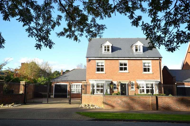 5 Bedrooms Detached House for sale in Astor Drive, Grappenhall Hey
