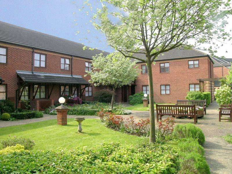 1 Bedroom Flat for sale in Roseacre Gardens, Welwyn Garden City, Hertfordshire