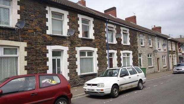 3 Bedrooms Terraced House for rent in Queen Street, Treforest, Pontypridd, CF37