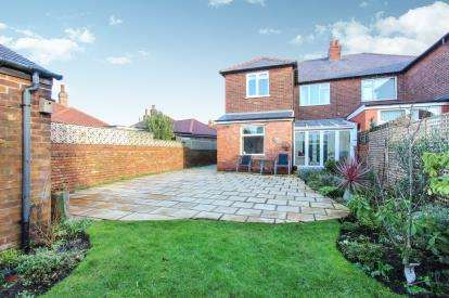 2 Bedrooms Flat for sale in Church Road, Lytham St Annes, Lancashire, England, FY8
