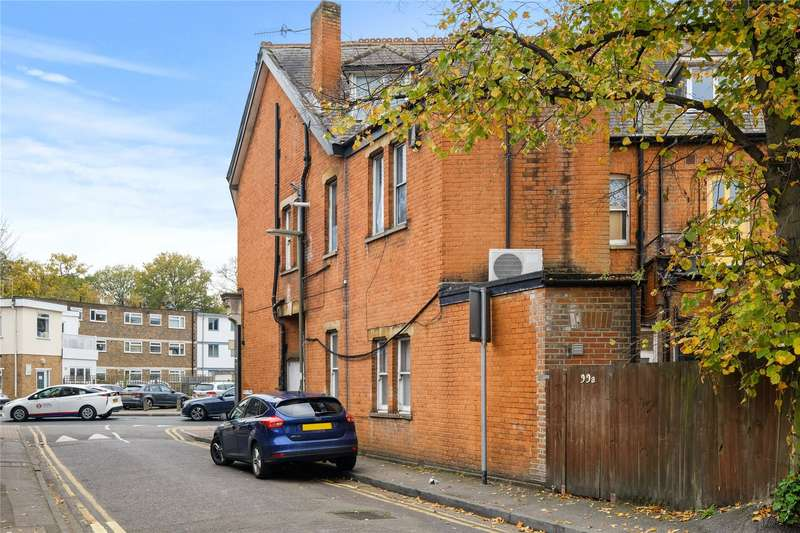 2 Bedrooms Maisonette Flat for sale in Queens Road, Weybridge, Surrey, KT13