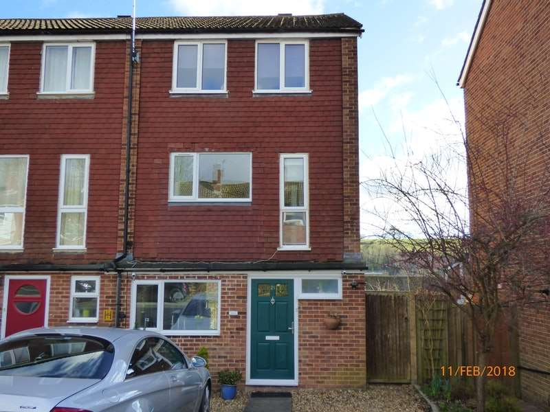 3 Bedrooms Town House for sale in Treachers Close, Chesham, Buckinghamshire, HP5