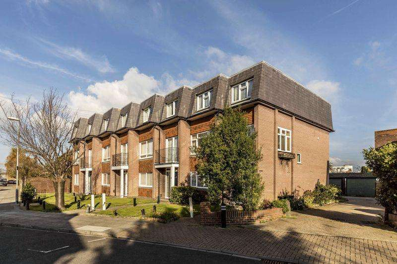 4 Bedrooms Town House for sale in Vernon Avenue, Southsea