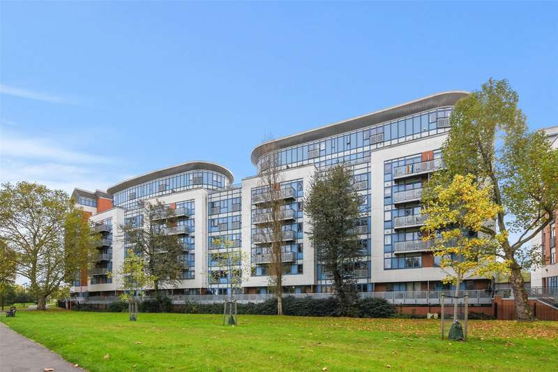 2 Bedrooms Flat for sale in Roundwood Court, 3 Meath Crescent, London, E2