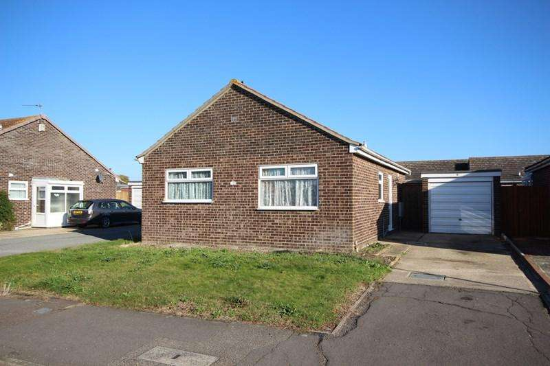2 Bedrooms Detached Bungalow for sale in Stonham Avenue, Clacton-On-Sea