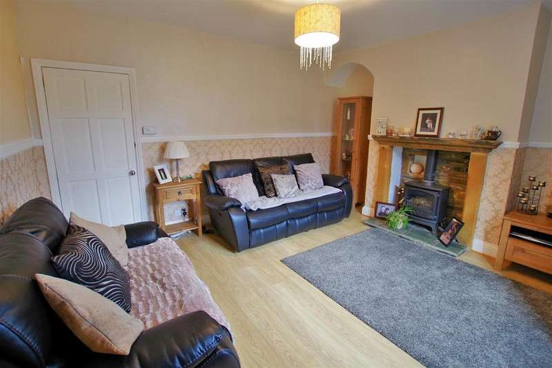 3 Bedrooms End Of Terrace House for sale in Chapel Street, Holywell Green, Halifax