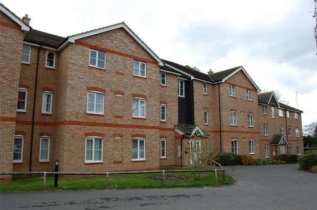 2 Bedrooms Flat for rent in Daneholme Avenue, DAVENTRY, Northamptonshire