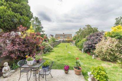 4 Bedrooms Detached House for sale in Benfleet, Essex