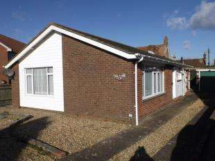 2 Bedrooms Bungalow for sale in Dawn Crescent, Upper Beeding, Steyning, West Sussex