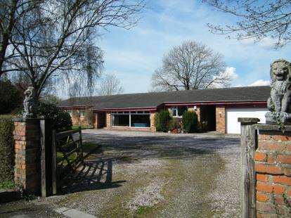 4 Bedrooms Bungalow for sale in Whatcroft Hall Lane, Northwich, Cheshire