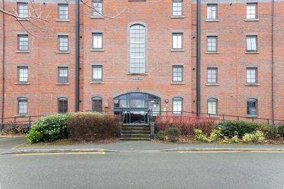 1 Bedroom Flat for sale in Priestley Court, Elphins Drive, Warrington, Cheshire