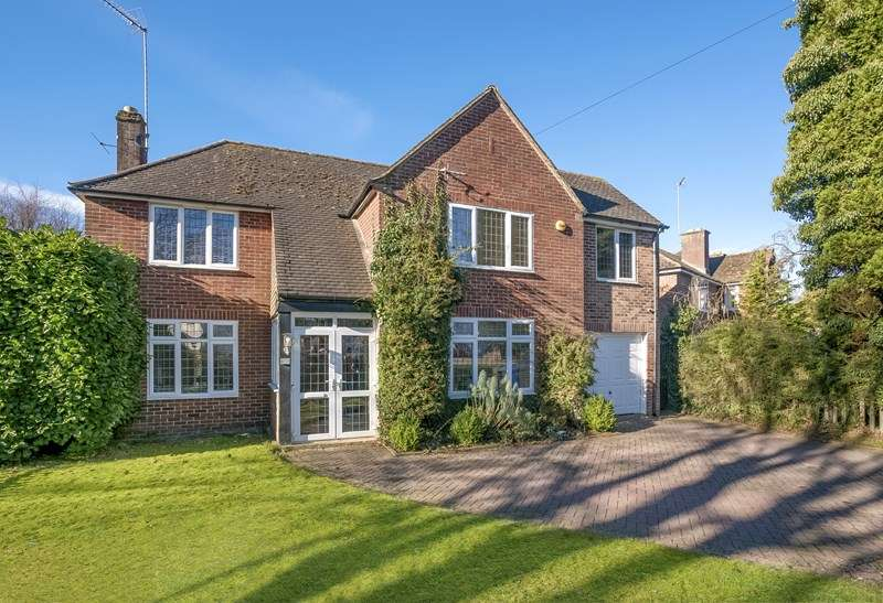 4 Bedrooms Detached House for sale in Bloxham Road, Banbury