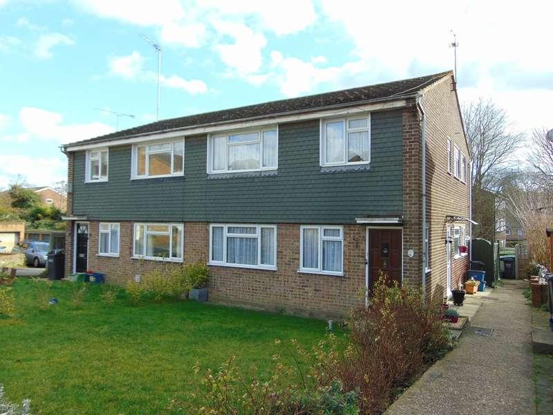 2 Bedrooms Ground Maisonette Flat for sale in Swallowdale, South Croydon, CR2 8SJ