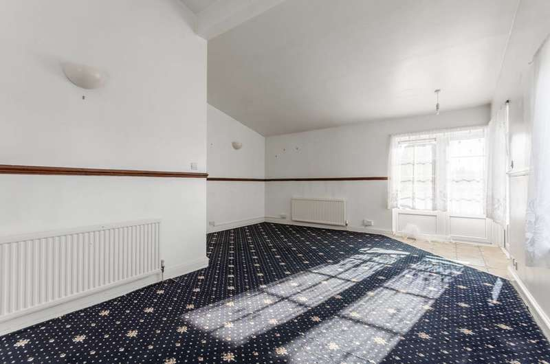 2 Bedrooms Flat for sale in Bisterne Avenue, Walthamstow, E17