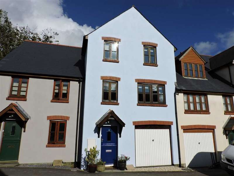 4 Bedrooms Town House for sale in Old Mart Ground, Narberth, Pembrokeshire