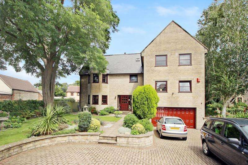 4 Bedrooms Detached House for sale in 5 Yard Court, WARMINSTER, BA12