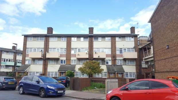 3 Bedrooms Flat for sale in Ordnance Road Ordnance Road, Canning Town, E16