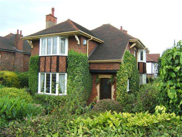 4 Bedrooms Detached House for sale in WEELSBY ROAD, Grimsby