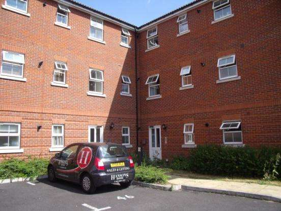 2 Bedrooms Flat for sale in Piper Way, Ilford, IG1