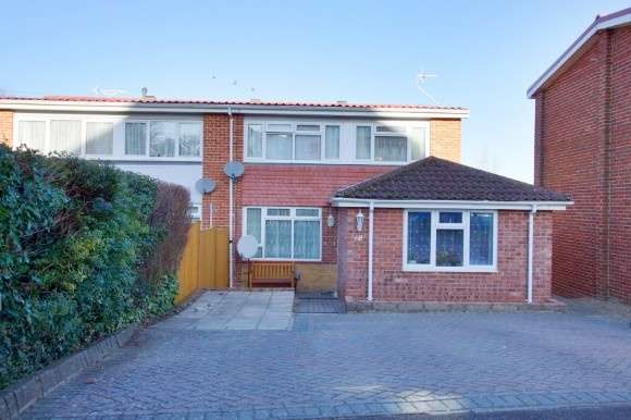 4 Bedrooms Semi Detached House for sale in Highlands Road, Andover