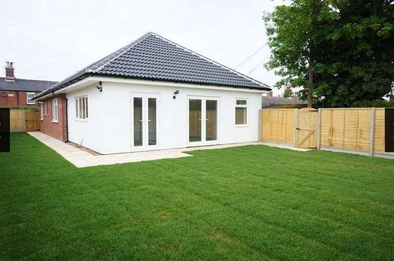 3 Bedrooms Bungalow for sale in Southend Road, Bungay, Suffolk, NR35