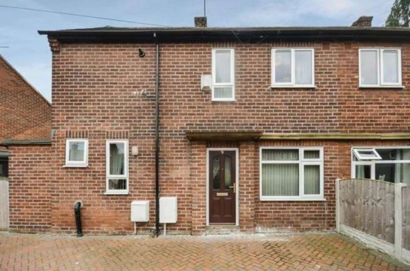 3 Bedrooms Semi Detached House for sale in Oakwell Road, Kinsley, WF9