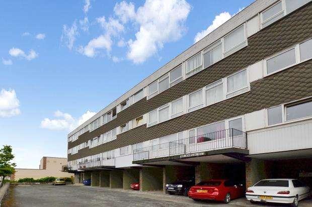 1 Bedroom Flat for sale in Seaway Court, New Road, Brixham, Devon