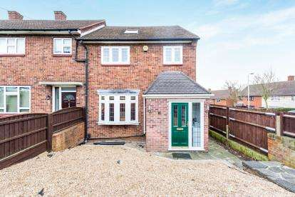 4 Bedrooms End Of Terrace House for sale in Harold Hill, Romford, Essex