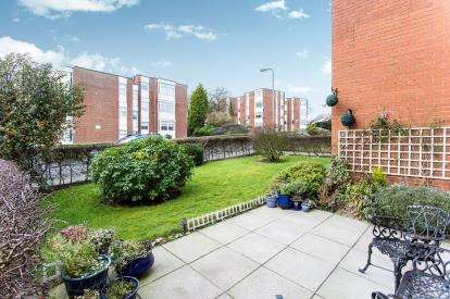 2 Bedrooms Flat for sale in Lincoln Way, Rainhill, St Helens, Merseyside, L35
