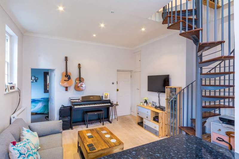 2 Bedrooms Flat for sale in Chiswick High Road, Chiswick, W4