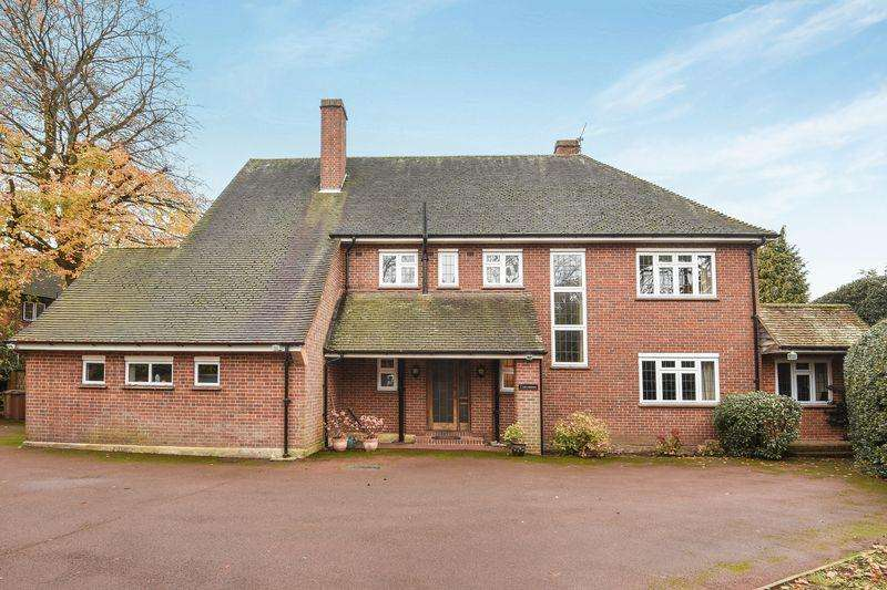 5 Bedrooms Detached House for sale in EWELL