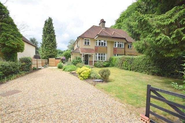 3 Bedrooms Semi Detached House for rent in Bushfield Road, Bovingdon, Bovingdon