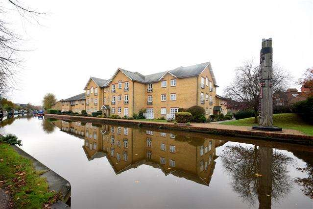 2 Bedrooms Penthouse Flat for sale in Alsford Wharf, Castle Street, Berkhamsted