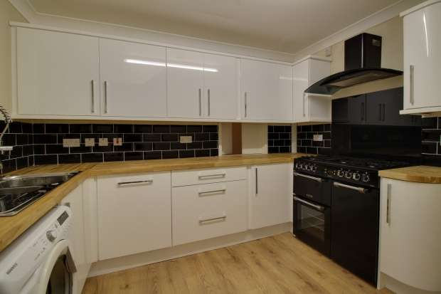 3 Bedrooms Semi Detached House for sale in Crofthead Street, Strathaven, Lanarkshire, ML10 6BB