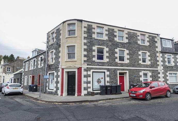 3 Bedrooms Flat for sale in 2b Bridge Street, Galashiels, TD1 1SW