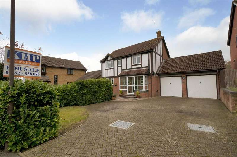 4 Bedrooms Detached House for sale in Linnet Avenue, Paddock Wood