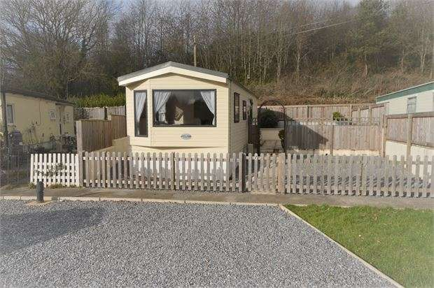 2 Bedrooms Park Home Mobile Home for sale in Torquay Road, Kingskerswell, Newton Abbot, Devon. TQ12 5AL