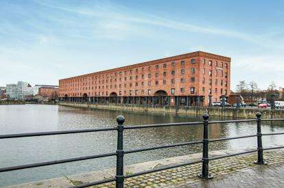 2 Bedrooms Flat for sale in South Quay, Liverpool, Merseyside, L3