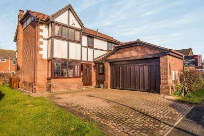 4 Bedrooms Detached House for sale in Fernleigh, Leyland, PR26
