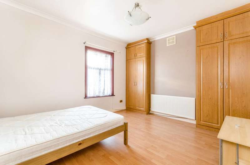 5 Bedrooms House for rent in Elmdene Road, Woolwich, SE18