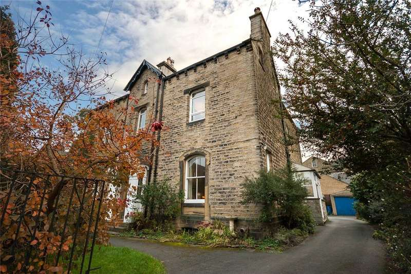 3 Bedrooms Semi Detached House for sale in Imperial Road, Edgerton, Huddersfield, West Yorkshire, HD3