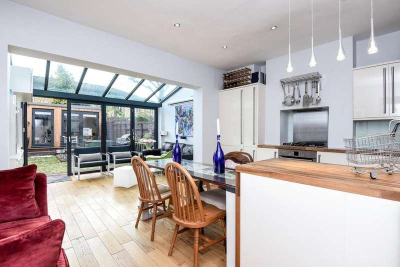 3 Bedrooms Terraced House for sale in Burmester Road, Earlsfield