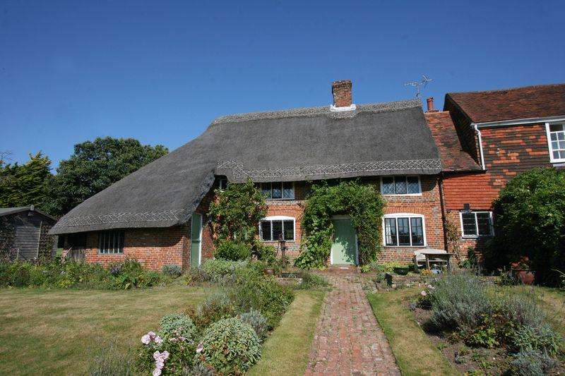 3 Bedrooms Semi Detached House for sale in Henfield Common, Henfield