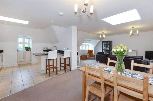 2 Bedrooms Apartment Flat for sale in Landen House, Rectory Road, Wokingham