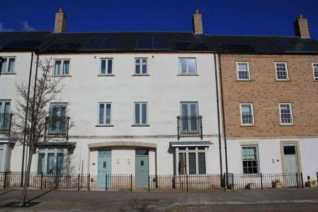 4 Bedrooms Town House for sale in High Street, Upton, Northampton NN5 4EH