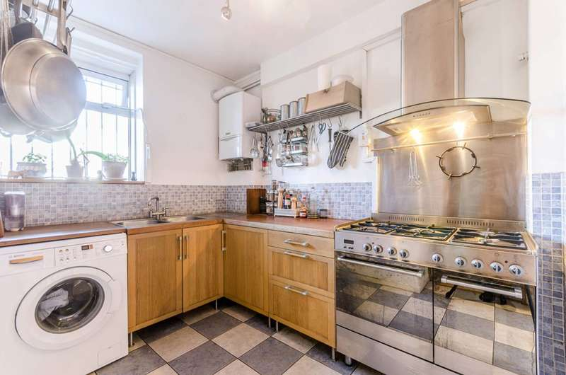 2 Bedrooms Flat for sale in Sewardstone Road, Victoria Park, E2
