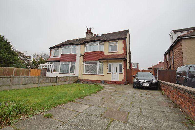 4 Bedrooms Semi Detached House for sale in Town Lane, Southport